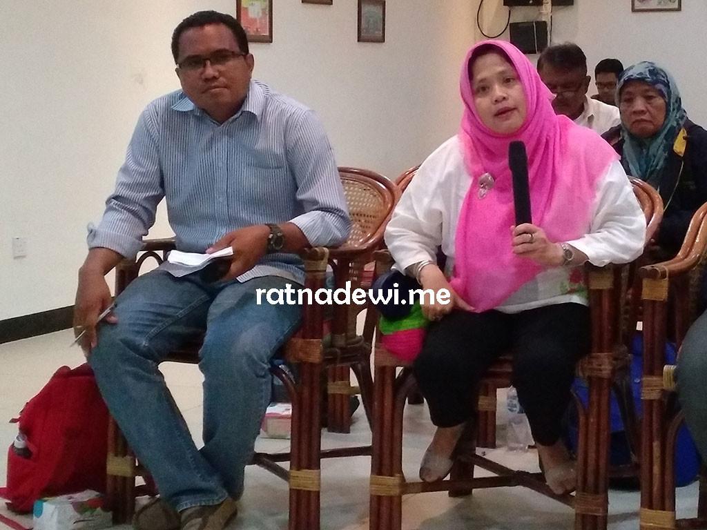 Ibu Sri Rubiati menjelaskan tentang HIV/AIDS di Batam