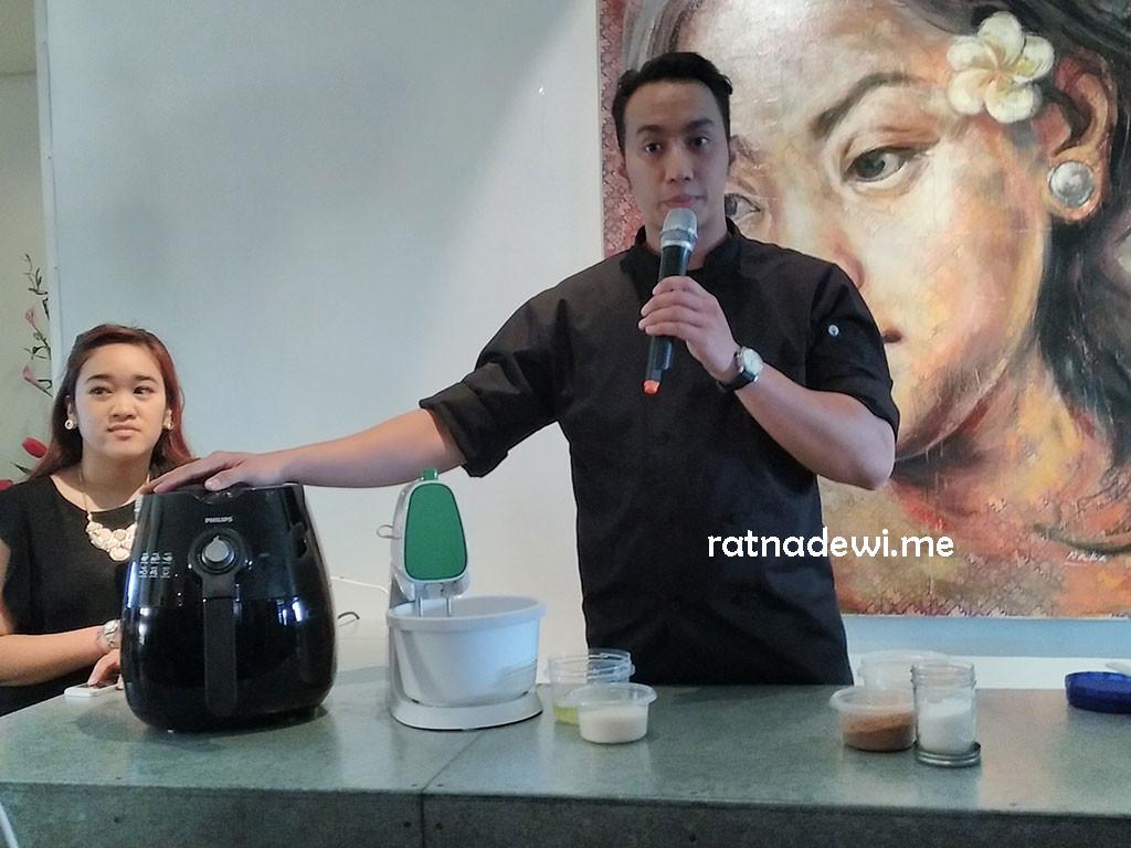 demo masak coklat mousse oleh Chef Yuda Bustara