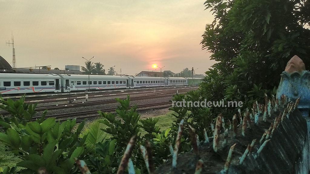 another sunrise yang diabadikan lewat kamera ponsel
