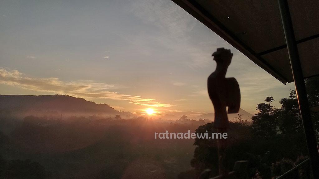 kamera ponsel juga setia menemani saya mengabadikan sunrise