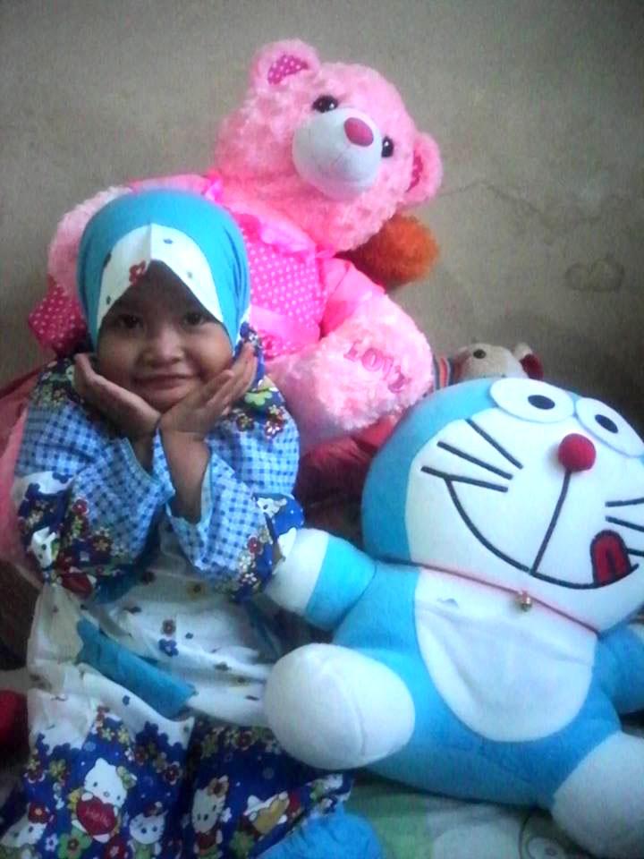 keponakan saya pun suka boneka Doraemon