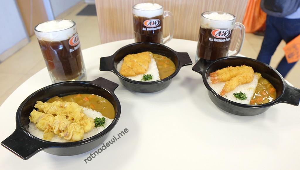 Japanese Curry Premium Mixbowl bisa dinikmati dengan root beer juga