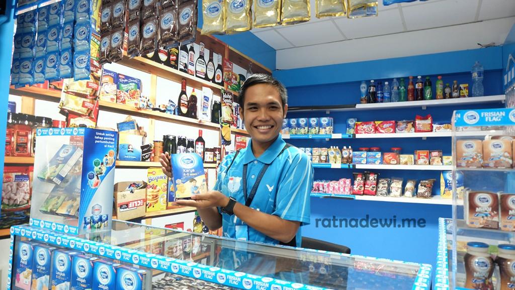 Bowo di salah satu contoh display toko konvensional penjual susu