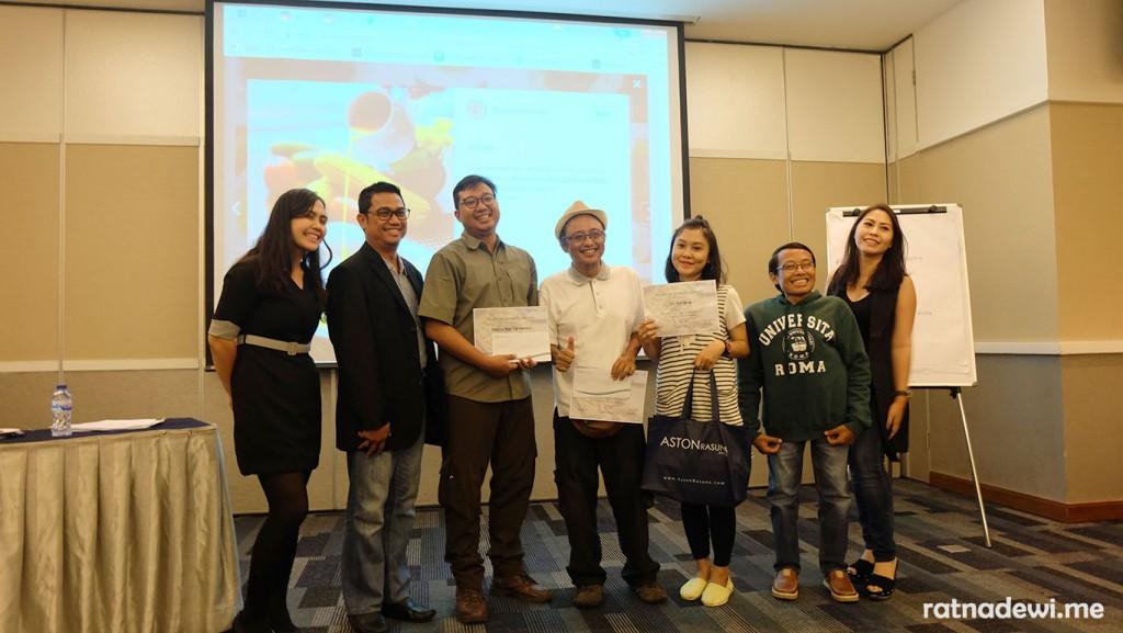 para pemenang lomba foto berfoto bersama Teguh Sudarisman, Marisa Djemat, dan pihak Aston Rasuna