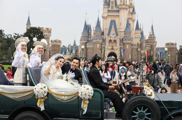 pernikahan Sandra Dewi di Disneyland Jepang bikin mupeng (Picture from instagram @sandradewi88)