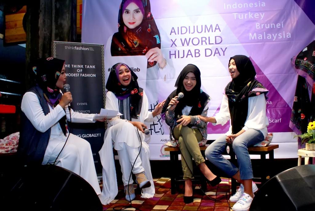 para narasumber saat bincang santai di event Aidijuma X World Hijab Day