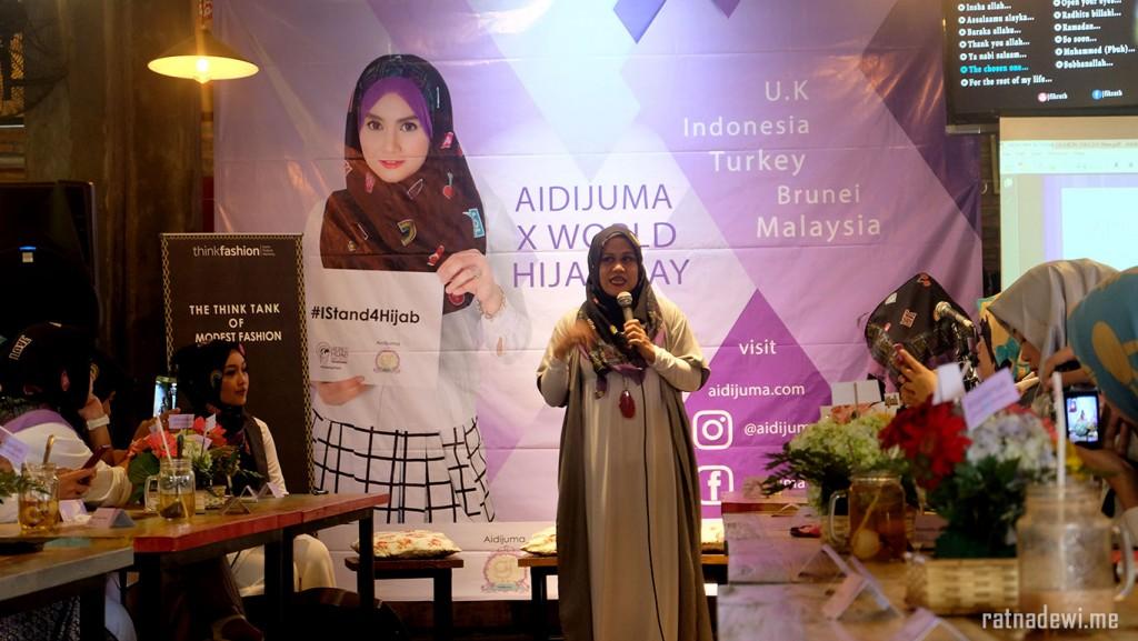 Mbak Wawa Fajri dalam sambutannya di acara Aidijuma x World Hijab Day