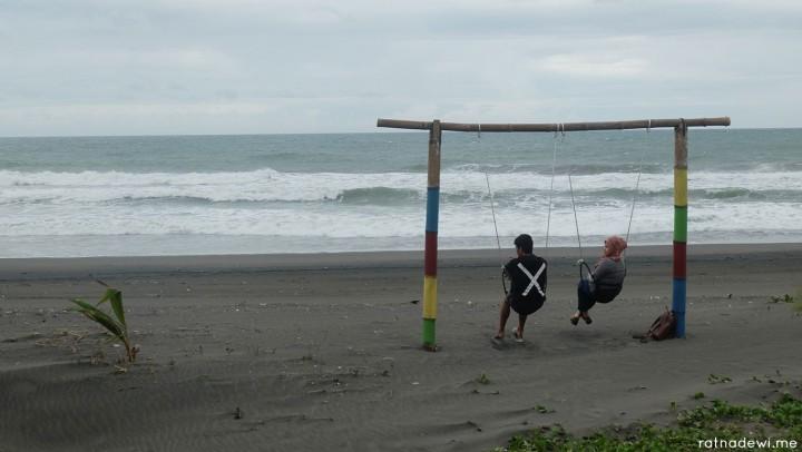 Pantai Jetis, Pantai Penuh Cinta dengan Spot Foto Kekinian