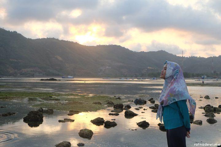 Menanti Senja di Pantai Kuta Lombok