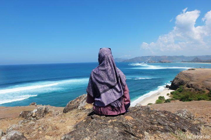 Terbius Pesona Pantai Tanjung Aan dan Bukit Merese
