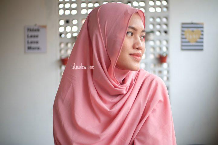 Tetap Menawan dengan Hijab Instan
