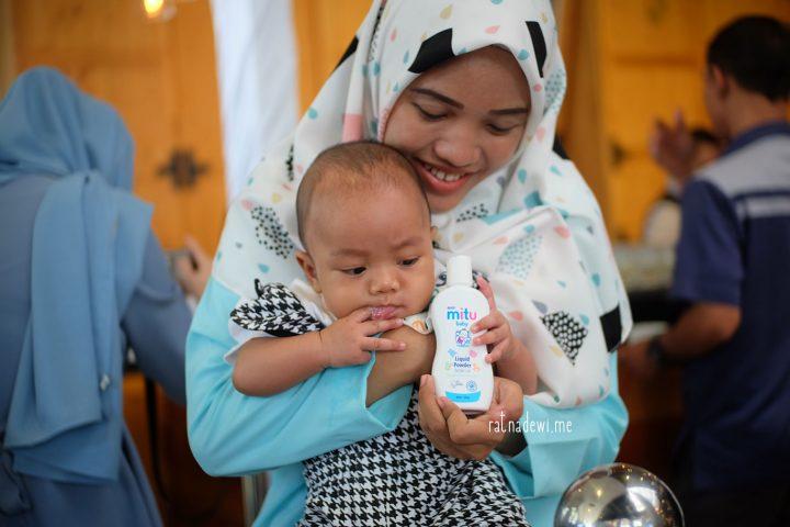Bebas Happy Tanpa Hachi dengan Bedak Bayi Mitu Baby Liquid Powder
