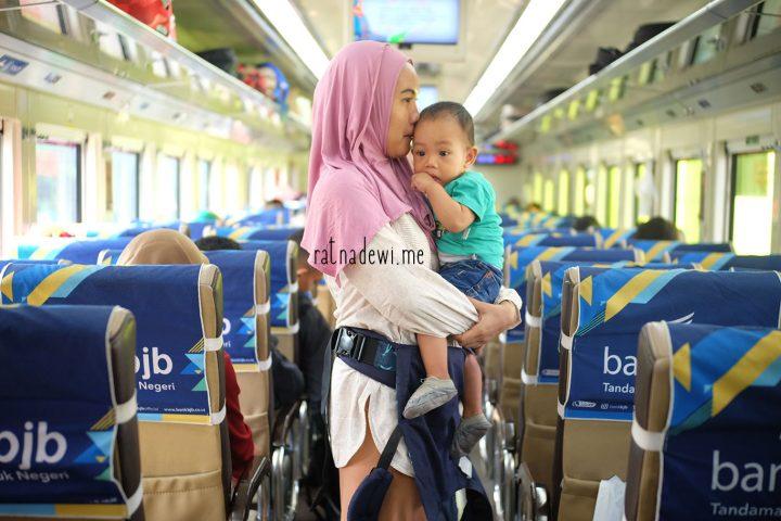 #CeritaIbu: Pengalaman Pertama Membawa Anak Naik Kereta Kelas Ekonomi