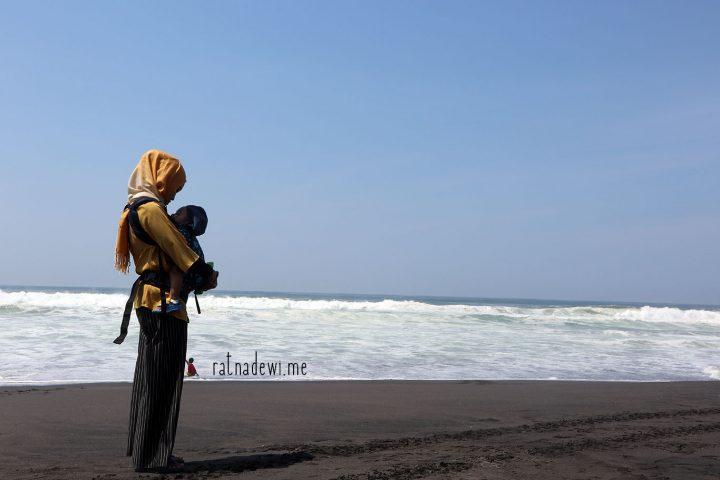 #CeritaIbu: Pengalaman Pertama Membawa Anak ke Pantai
