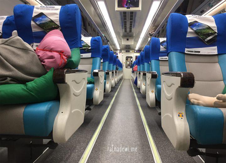 #CeritaIbu: Membawa Anak Naik Kereta di Malam Hari