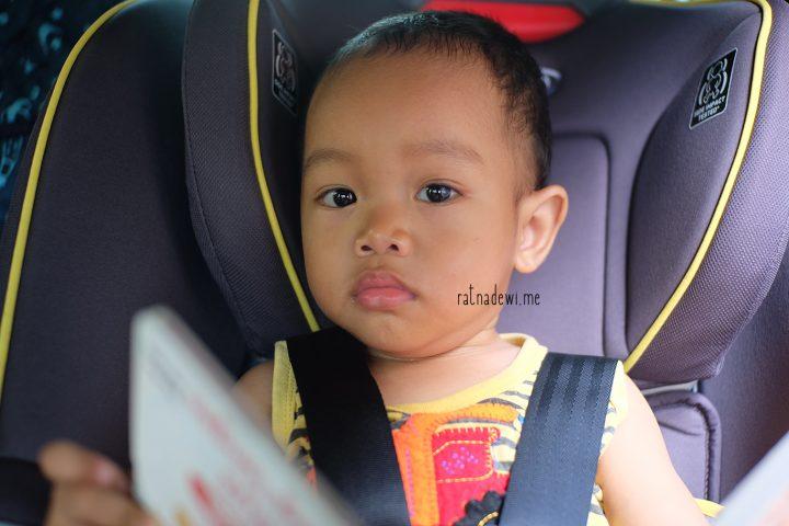 #CeritaIbu: Membiasakan Anak Duduk di Car Seat & Review Graco Contender 65