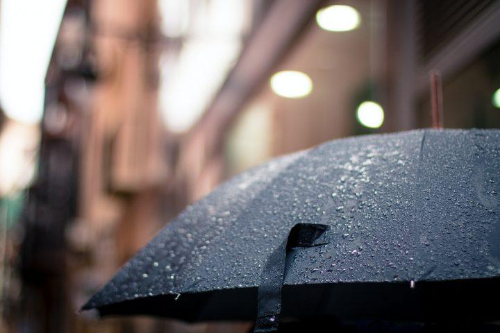Kisah Si Penderita Alergi Bertahan saat Musim Hujan dan Pandemi
